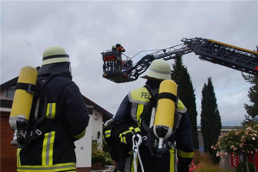 Feuerwehr Einsatz mit Drehleiter